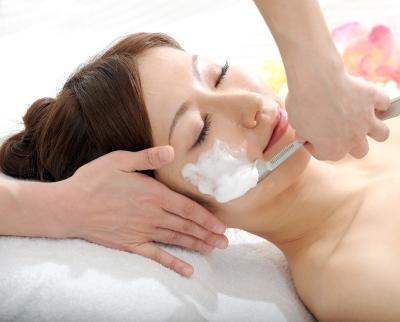 プロのお顔剃りならもっと効果的!